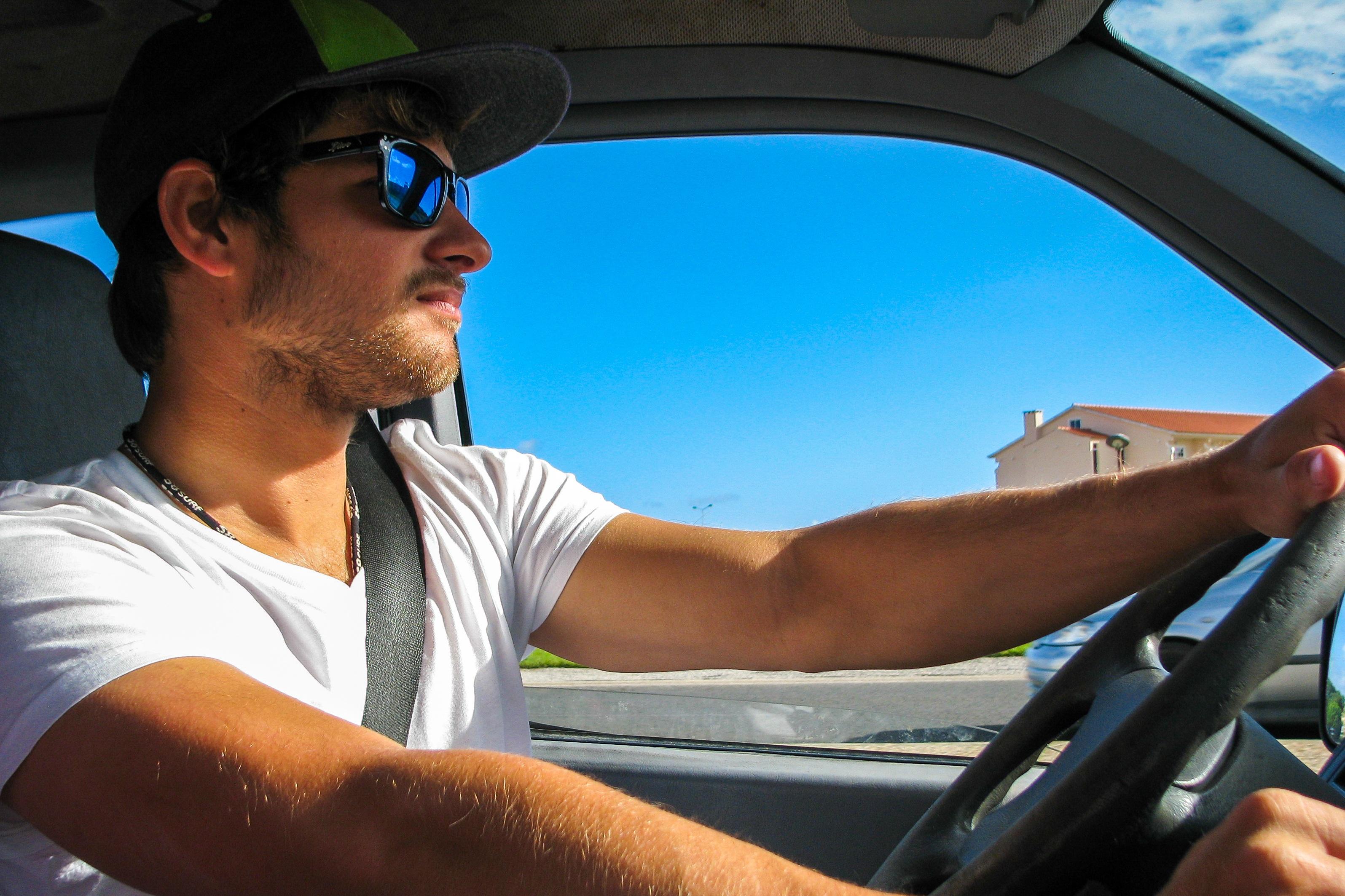 Ekspertas pataria: nuo akinančios saulės vairuotojams efektyviausios 6 priemonės