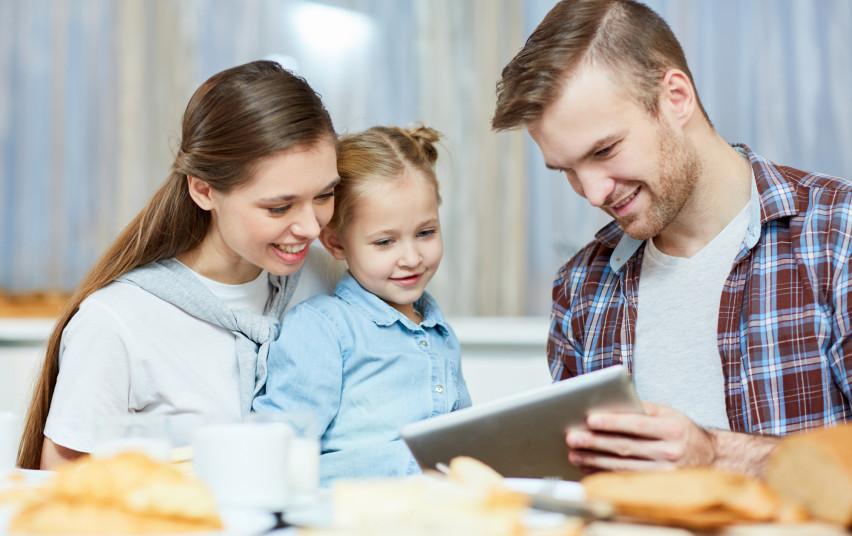 Parengtos rekomendacijos tėvams, kaip bendrauti su savo vaikais apie koronavirusą