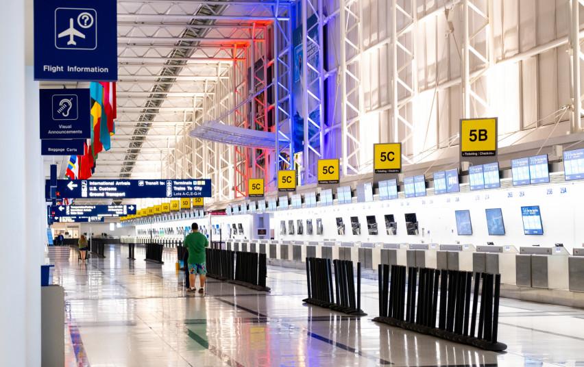 Lietuvos oro uostuose vėl privalomos veido kaukės