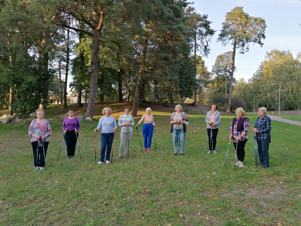 Vyko šiaurietiškojo ėjimo mokymai senjorėms