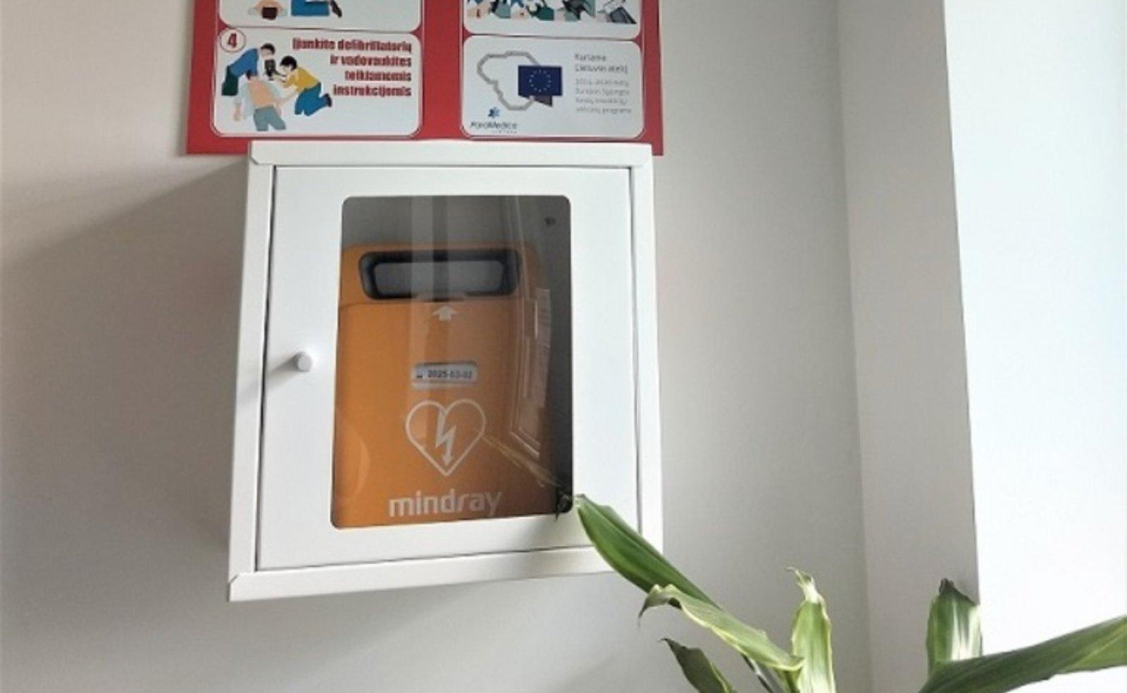 Trijose Prienų r. savivaldybės įstaigose – gyvybes gelbstintys defibriliatoriai