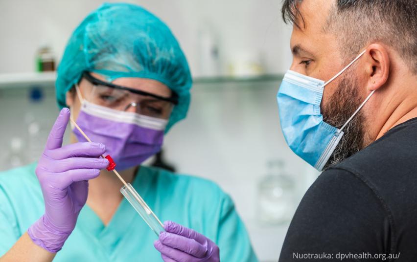 Didelės rizikos sąlytį turėję vakcinuoti ar COVID-19 persirgę asmenys gali išsitirti nemokamai